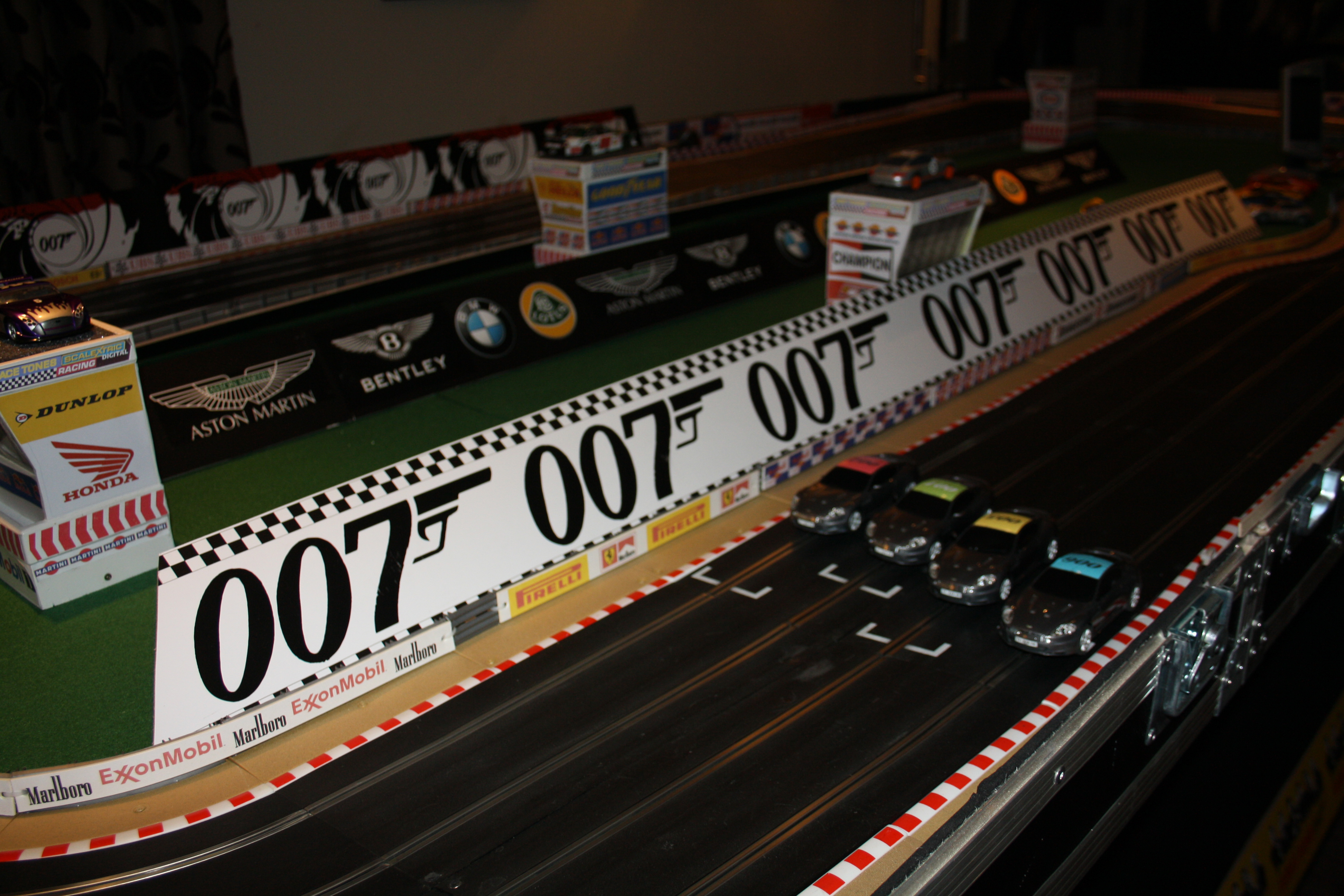 Bond-Scalextric